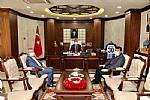 Yönetim Kurulu Başkanımız Osman Geliş, Hakkari Ticaret ve Sanayi Odası Başkanı Servet Taş ile beraber Hakkari Valisi Sayın İdris Akbıyık'ı makamında ziyaret etti.